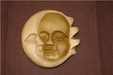 Sonne (d) und Mond:   Sonne und Mond in inniger Umarmung!   Handgeschnitzt aus Lindenholz