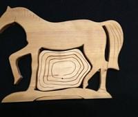 Pferdeschale:   Pferdefigur mit ausklappbarer Schale für wichtige Kleinigkeiten (wie Schlüss