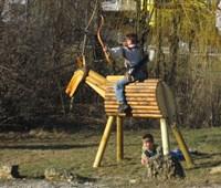Holzpferd Dolittle:    Sonderanfertigung als Übungspferd für Voltigierer, Bogenschützen, Schwertkä