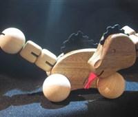 Drache:   Der voll bewegliche Drache!   Sein Körper besteht aus Nuss-Holz und er bew