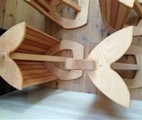 Wand-Sattelhalter:   Robuster Sattelhalter aus Vollholz  zur Montage an die Wand - für eine edle