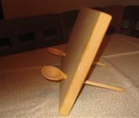 Kochbuchhalter Ahorn:   Gefertigt aus elegantem Ahornholz versieht es seinen Dienst als stummer Helf