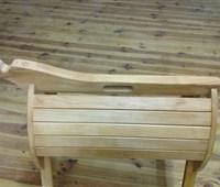 Klappbarer Sattelständer:    ein praktischer Sattelständer aus Holz, der auch optisch keine Wünsche offe