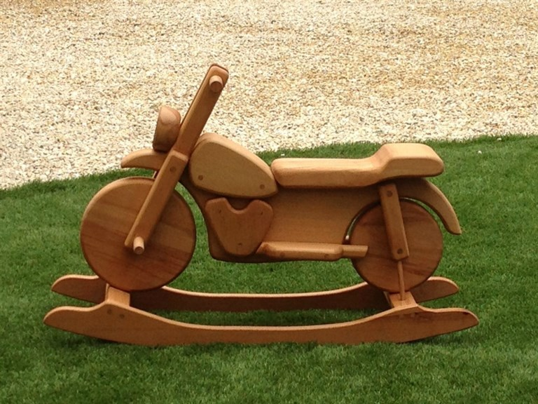 Motorrad:   ein richtiger Hingucker  Gefertigt aus Buchenholz  100% Handarbeit aus Öst