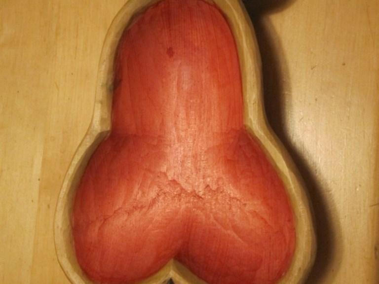Schüssel Birne bunt:   Handgefertigte Schüssel aus Lindenholz, ein Hingucker für jede Wohnung und g